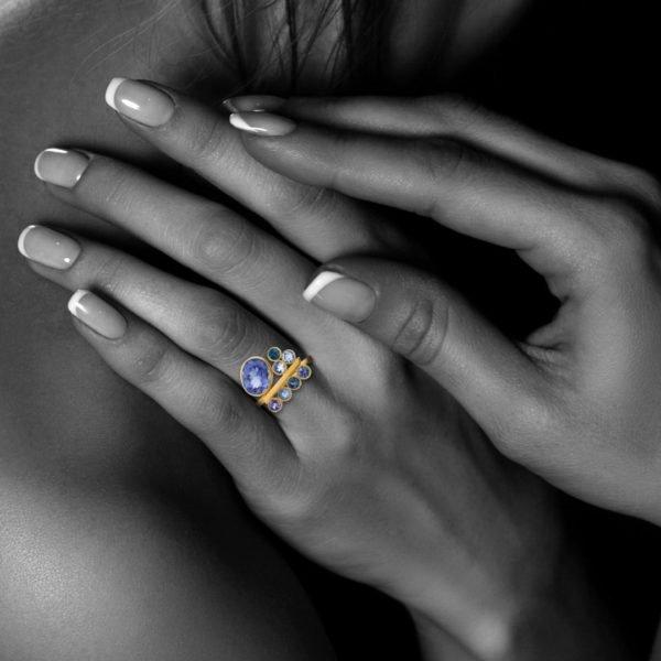 Audrey Huet Joaillerie Bague N°2 version iolites et saphirs symbole d'élégance bijoux colorés MADE in Belgium